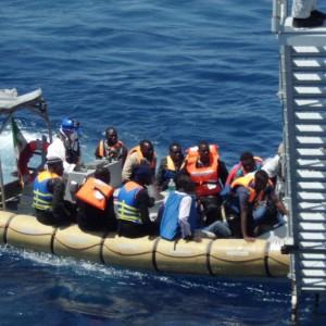 Gommone si capovolge, almeno dieci migranti morti nel Canale di Sicilia