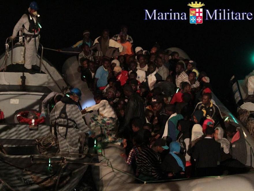 Gommone di migranti si capovolge, almeno dieci morti