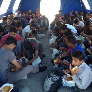 """A Trapani sbarcati in 230, la metà sono bambini: """"Dodici giorni di viaggio, non avevamo più cibo né acqua"""""""