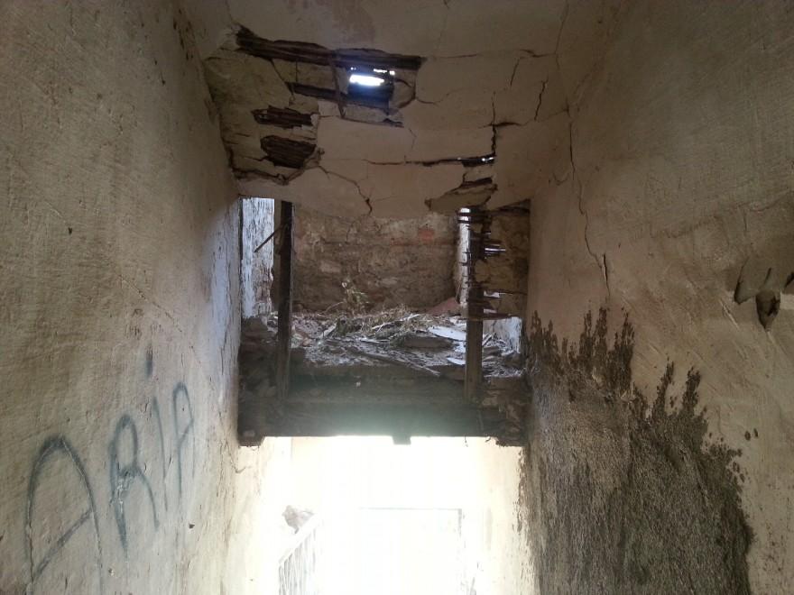 Messina nella casa della disperazione 1 di 10 palermo for Aiuto nella progettazione della casa
