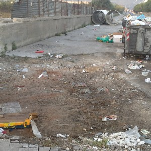"""Raccolta dei rifiuti in tilt in molti quartieri, la Rap: """"Colpa dei cassonetti rotti"""""""