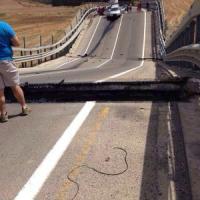 Crolla viadotto nell'Agrigentino, giù due auto. Quattro feriti