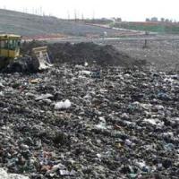 Denaro e viaggi in cambio di autorizzazioni per i rifiuti, cinque arresti. In manette anche funzionario regionale