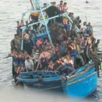 """Immigrazione, barcone affondato: 5 arresti. I superstiti: """"Era strapieno, ne sono annegati 180"""""""