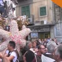 La Madonna si inchina al covo del padrino, processione shock tra i vicoli di Ballarò