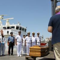 Strage nel Canale di Sicilia, l'arrivo dei cadaveri a Porto Emepdocle