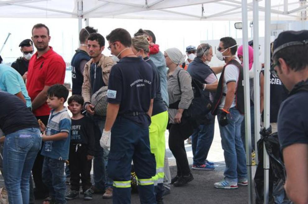 Migranti, maxi sbarco a Pozzallo