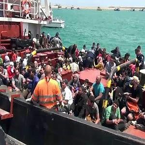 Duemila migranti soccorsi in 48 ore, arrestati due scafisti a Pozzallo
