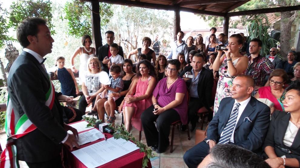 Registro Firme Matrimonio Simbolico : Finto matrimonio gay per sollecitare registro unioni