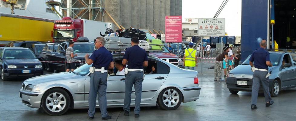 Stretta sui controlli anti terrorismo, odissea allo sbarco del traghetto da Tunisi