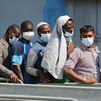 Pozzallo, la polizia salva uno scafista dai migranti che volevano linciarlo