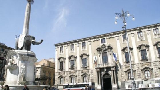 Falso ideologico, indagati ex sindaco e assessori Catania ...