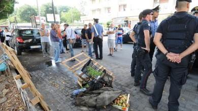 """Ambulante multato si dà fuoco  tragedia della disperazione a Catania La famiglia accusa i vigili: """"Sono fuggiti"""""""