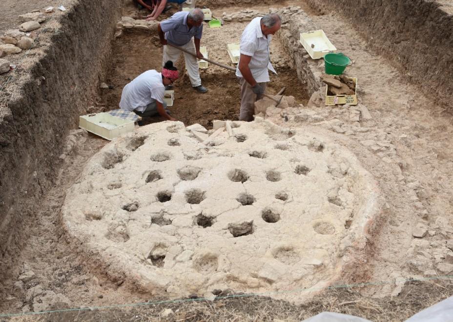 """Selinunte, scoperta """"industria"""" di ceramiche dell'età greca"""