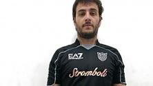 E Giorgio Armani  disegna la maglia  per la squadra  di Stromboli