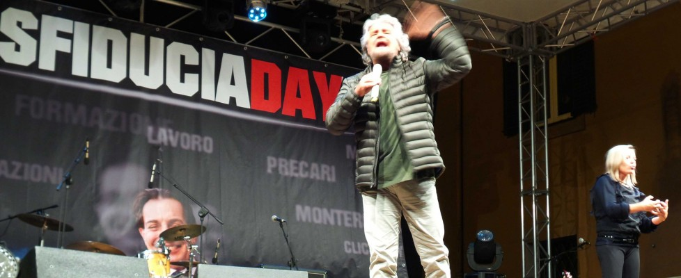 """Grillo a Palermo per lo """"Sfiducia day"""" contro Crocetta: """"Siete poveri, la mafia aveva una sua morale, adesso solo affaristi"""""""