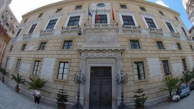 Non votano la delibera a Sala delle Lapidi espulsi due consiglieri orlandiani