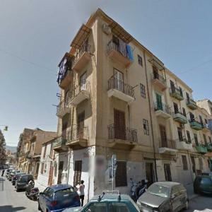 Vola dal terzo piano mentre fa le pulizie, morta casalinga a Palermo