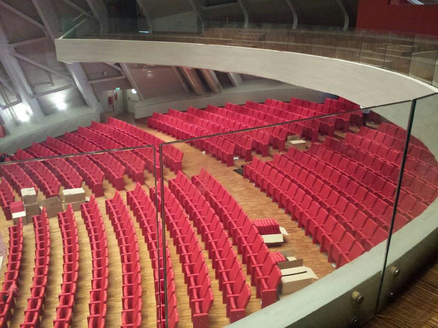 Sciacca poltrone di lusso nel teatro che non aprir mai for Poltrone teatro