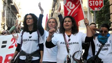 Operatori dei call center  in piazza per protesta  Foto