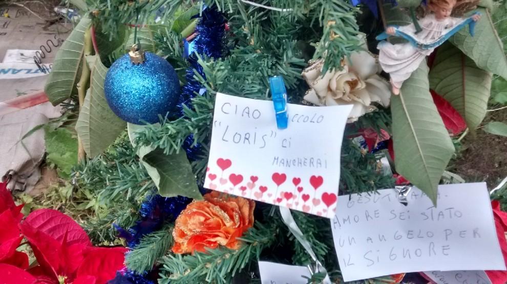 Santa Croce Camerina, un albero di Natale con i pensierini per Loris