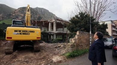 A Ciaculli la prima casa abusiva demolita dal Comune di Palermo   video