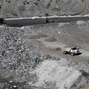 Rifiuti, la Regione blocca la raccolta in 71 comuni. L'allarme dei sindaci