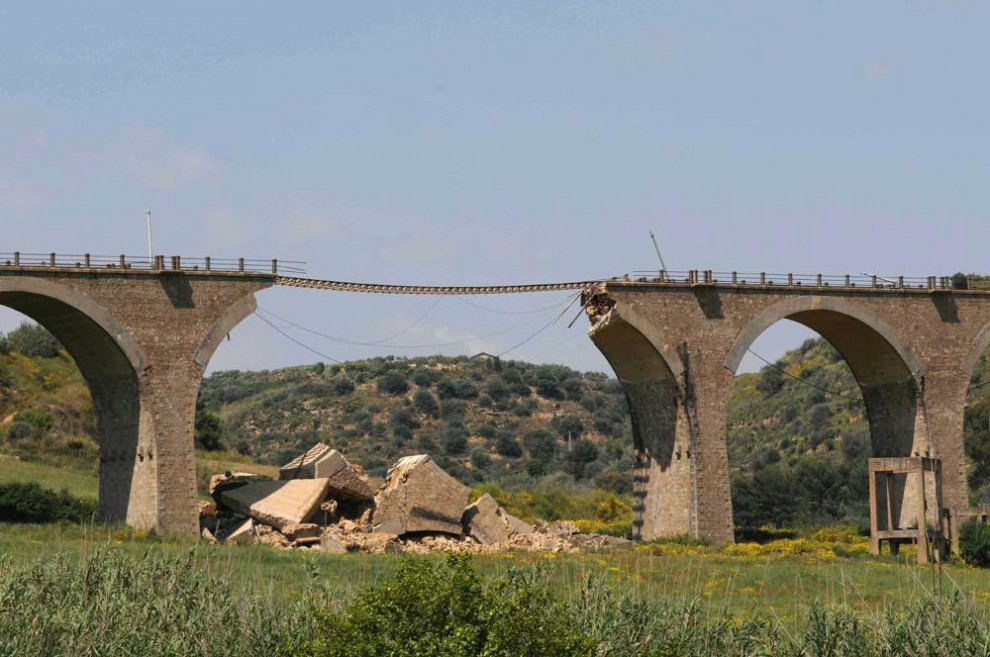 Ponti, strade, gallerie: ecco la Sicilia che cade a pezzi - la Repubblica