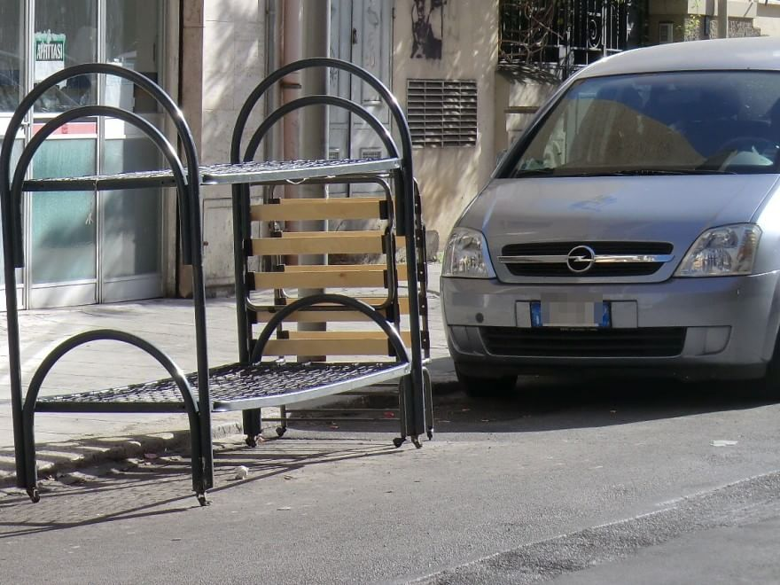 Letti A Castello Palermo.Dal Carrello Al Letto A Castello Tutto In Strada Per Evitare La