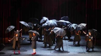 """Applausi per """"Gisela!""""  al Massimo   Foto        Video       Il pubblico   Foto      Dietro le quinte   Foto    di MARIO DI CARO, LAURA NOBILE, LICIA RAIMONDI e GIORGIO RUTA"""