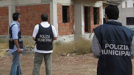 Case abusive a Mondello, indagato anche l'ex capo dell'Edilizia privata