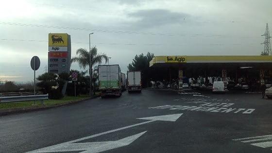 Catania, assaltano distributore: muore 15enne$