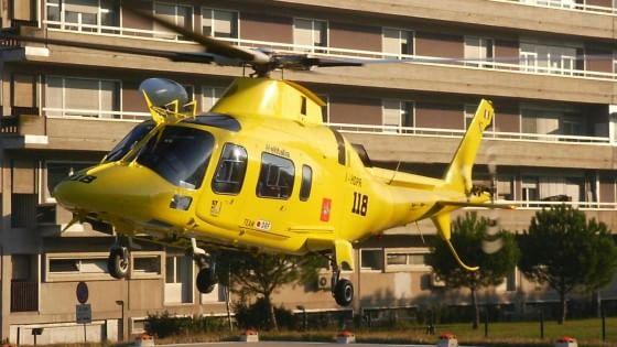 Direttore del 118 di Palermo ha malore in Sardegna e si fa soccorrere dall'elicottero siciliano, è bufera