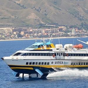 La Regione annulla il bando, Ustica Lines taglia collegamenti per Egadi ed Eolie