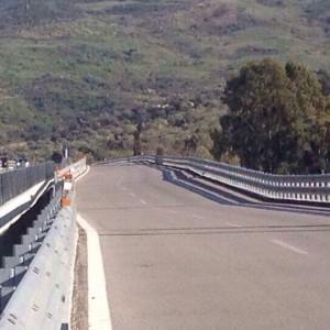Cede pilone di un viadotto in autostrada, chiuso tratto della Palermo-Catania