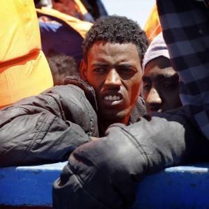 Oltre mille migranti salvati nel canale di Sicilia, un morto