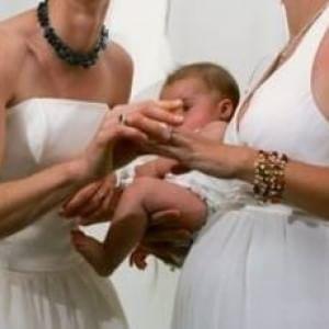 Sentenza del tribunale: l'ex compagna della madre biologica può incontrare i figli minori