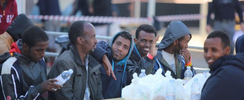 Sbarchi, rissa sul gommone per motivi religiosi, gettati in mare dodici cristiani. Naufragio con 40 vittime