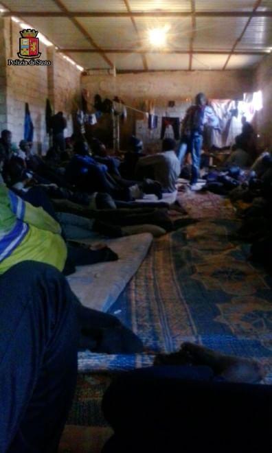 Il viaggio nel deserto raccontato dalle foto dei migranti