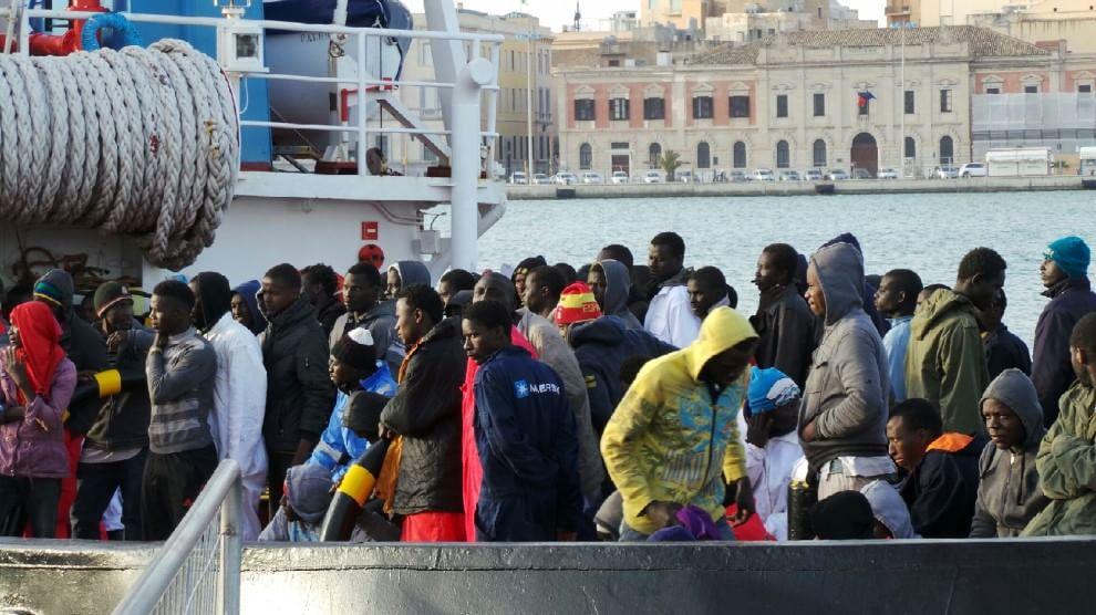 A Trapani la nave dei ragazzi: sbarcati 194 giovani migranti