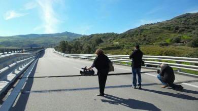 """Frana sul viadotto, sit-in dei sindaci  """"Pronti ad azioni legali assieme agli utenti""""   Volo Palermo-Catania, sfida tra compagnie"""