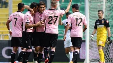 Il Palermo vince con due gol di Chochev Tata Martino in tribuna studia Dybala