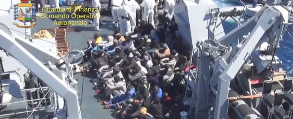 Strage al largo della Libia: morti in mare tra 700 e 900 migranti, solo 28 superstiti. È la tragedia più grande di sempre