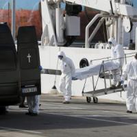 Naufragio a sud della Sicilia, almeno 800 morti tra i migranti. Superstiti arrivati a...