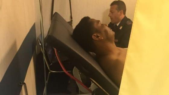 """Catania, arrestati due scafisti tra i superstiti. Un testimone: """"Il comandante era ubriaco"""""""
