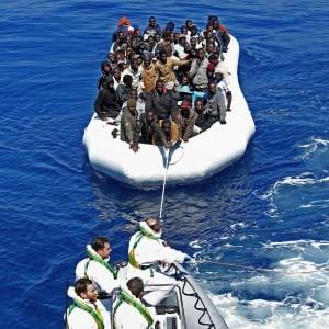 """Orrori senza fine sui migranti naufragati: """"Uccisi a bastonate prima del viaggio"""""""
