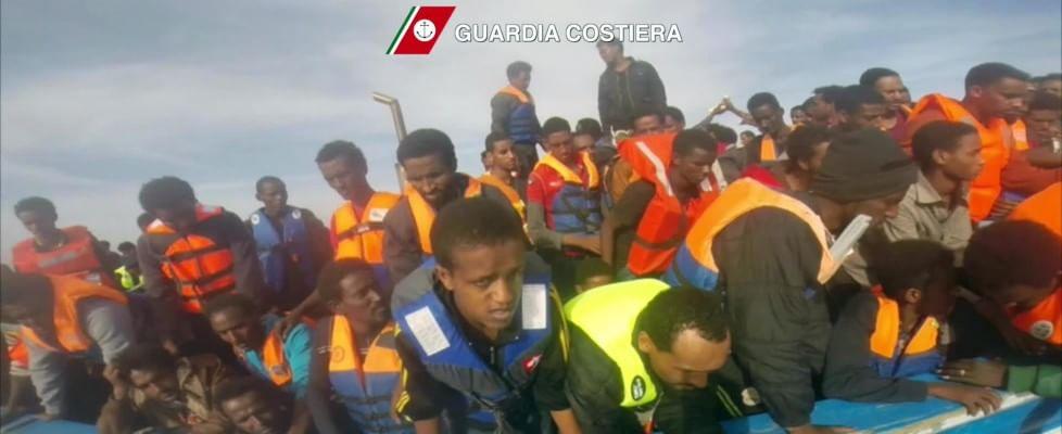 Migranti, ancora morti a largo Libia. Guardia costiera: salvate 3690 persone in un solo giorno