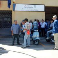 Gli operai dell'ex indotto Fiat bloccano binari e stazione a Termini Imerese
