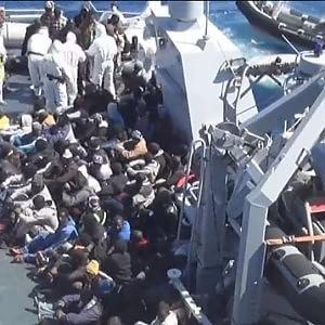 Naufragio con 800 morti, barcone localizzato in fondo al mare a sud della Sicilia. La procura: individuati molti corpi