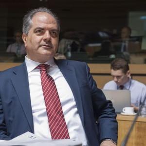 """""""Mafia capitale"""", inchiesta sul Cara di Mineo: il sottosegretario Castiglione nella bufera"""